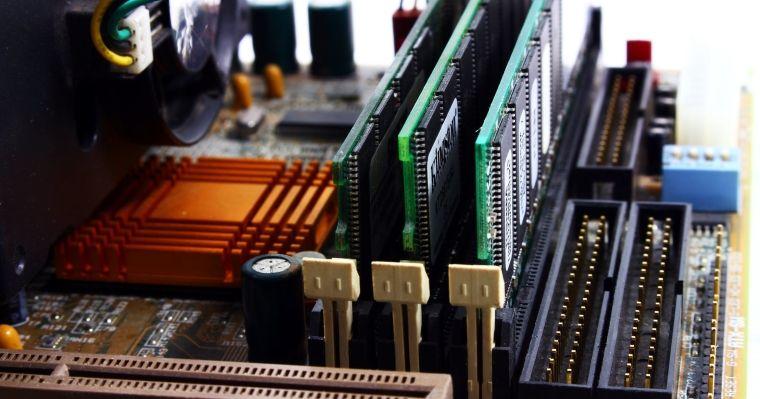 Jak sprawdzić ilość RAMu w komputerze – poradnik